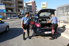 Non si fermano all'alt dei carabinieri: lungo inseguimento sulla sp 231
