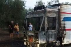 A fuoco furgone destinato alla vendita di alimenti sulla provinciale Andria Bisceglie