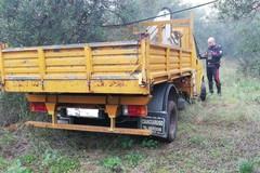 Scoperto camion rubato e auto cannibalizzate in contrada Pandolfelli