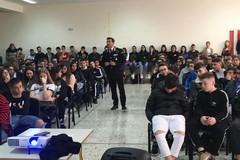 """Gli studenti dell'IPSIA """"Archimede"""" incontrano il Comandante Aiello, della Stazione CC di Andria"""