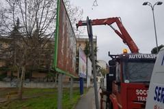 Affissioni abusive, prosegue la rimozione di oltre 70 impianti 6x3