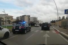 Violento tamponamento in via Bisceglie, feriti gli occupanti di una Fiat 600