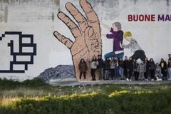 """Un enorme murales nel quartiere San Valentino per dire """"stop"""" al cyberbullismo"""
