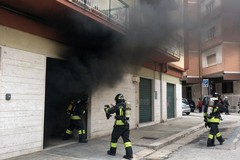 Incendio in via Piave, evacuato un condominio. Le foto dell'intervento