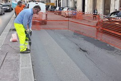 Cede asfalto in via Giuseppe Verdi, intervengono gli operai dell'AndriaMultiservice