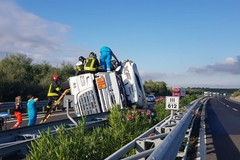 A/14 bloccata nei pressi di Canosa: camion ribaltato traffico bloccato