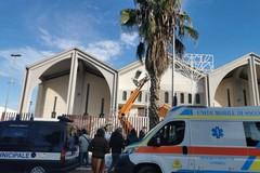 Ad Andria precipita un uomo da un cestello alla chiesa di Sant'Andrea