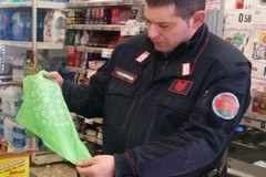 Ad Andria piovono multe per 15 mila euro, con il sequestro di oltre 100 chili di sacchetti di plastica irregolari