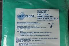 Una nota azienda agricola di Andria dona una confezione di calzari zootecnici al 118