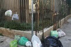 Non c'è pace per via Eritrea: nella zona regna il degrado a causa dei disservizi della raccolta rifiuti