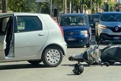 Incidente in viale Gramsci, coinvolti un'auto e uno scooter