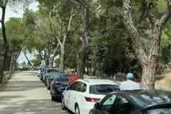 Il Castel del Monte alla mercé dei posteggiatori abusivi