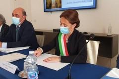 Il Sindaco di Andria Giovanna Bruno firma i patti per la sicurezza in Prefettura