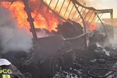 Autoarticolato prende fuoco sulla tangenziale di Andria