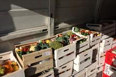 Oltre 500 famiglie bisognose e tanti senza tetto ricevono cibo recuperato dalla festa di Megamark S.p.A.