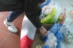 CasaPound raccoglie e distribuisce uova di Pasqua per i bambini di famiglie in difficoltà