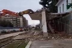 Avviati i lavori di demolizione di parte della stazione Bari nord di piazza del Bersagliere d'Italia