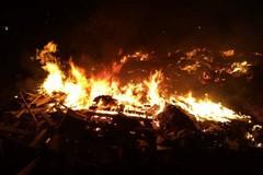 Incendio rifiuti in via Bisceglie, intervengono i Federiciani