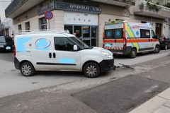 Ciclista ferita in uno scontro con un furgone in via Martiri di Belfiore