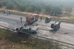 Grave incidente sulla Corato - Trani, auto in fiamme. Il video, le foto