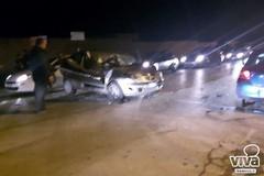 Perde il controllo dell'auto e si scontra con un camion: un ferito