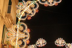 Luminarie natalizie in centro: i commercianti offrono il bis