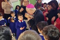 """Visita pastorale del Vescovo Mansi alla scuola """"Oberdan"""""""