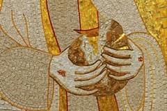 Furto sacrilego di ostie consacrate: preghiere di riparazione anche ad Andria
