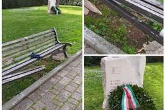 Messa in sicurezza la panchina vandalizzata vicino al Cippo dei Martiri delle Foibe
