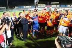 Vip ed ex calciatori alla partita della solidarietà: in campo anche Scamarcio e Somma