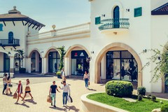 Puglia Outlet Village regala poesie