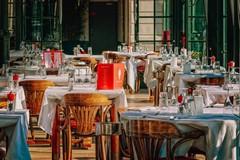 Distanza di due metri fra i tavoli e obbligo di mascherina: ecco come ripartono i ristoranti