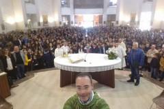 La comunità parrocchiale della SS. Trinità saluta don Francesco Santomauro