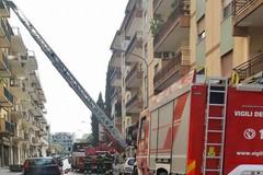 Spettacolare intervento dei Vigili del fuoco in viale Venezia Giulia