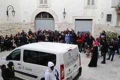 """""""Vite in ballo"""" consegna un furgone ai volontari di """"Santa Maria Goretti"""""""