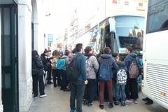 "Assembramenti di studenti per mezzi pubblici, Ferrotramviaria: ""Diversificazione degli orari di apertura di scuole"""