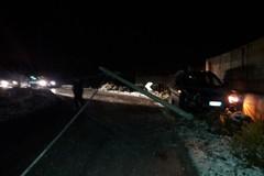 Strade ghiacciate: auto finisce contro un palo Telecom in via Malpighi