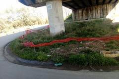 Viabilità: il cavalcavia dell'Andria-Corato tra pericoli e rifiuti