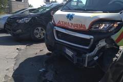 Incidente stradale in via Corato, coinvolta un'ambulanza che trasportava un ferito