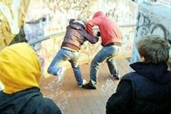 Strade di Andria insicure: un gruppo di giovani teppisti aggredisce i passanti