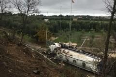 """Autocisterna giù dalla provinciale ex 231, un ferito all'ospedale """"L. Bonomo"""" di Andria"""