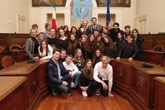 """""""Scuola Vaccina"""": il sindaco Giorgino accoglie gli studenti stranieri per il progetto Erasmus Plus"""