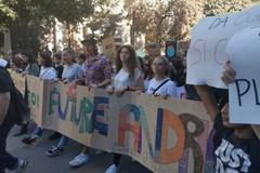 """""""Greta non sei più sola"""", il coro degli studenti di Andria nel Fridays for future"""