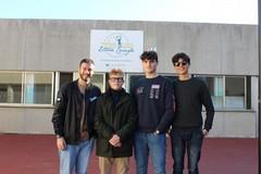"""Gli studenti dell'ITES """"Carafa"""" donano 30 bottiglie di olio alle famiglie bisognose"""