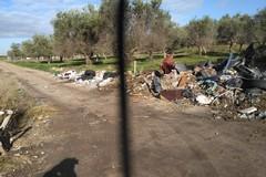 Ciappetta-Camaggio, ancora immondizia e ingombranti lungo le strade adiacenti