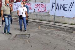 I lavoratori dell'Andria Multiservice protestano davanti al Comune