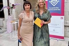 """Successo per il salotto letterario delle """"Amiche per le amiche"""" con la scrittrice Giovanna Politi"""
