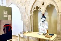 """""""Uno di noi"""", un'installazione per Patrick Zaki nella Biblioteca Comunale di Andria"""