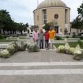 Piazza SS. Trinità ripulita da cittadini diligenti: raccolti numerosi bustoni di immondizia