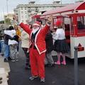Babbo Natale a bordo del Trenino della Felicità: tanti regali per i bambini nel quartiere San Valentino